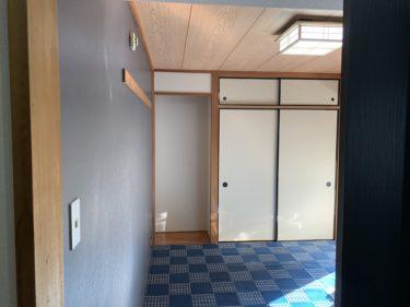 賃貸和室のDIY。和モダンを目指して壁紙、床、ドアを貼り替えてベースを作成します。|【作業中】